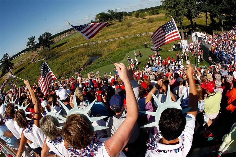 SUGAR GROVE, IL - AUGUST 23:  Golf fans cheer as the players approach the first tee during the Sunday singles matches at the 2009 Solheim Cup at Rich Harvest Farms on August 23, 2009 in Sugar Grove, Illinois.  (Photo by Chris Graythen/Getty Images)