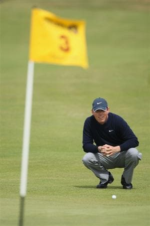 TURNBERRY, SCOTLAND - JULY 18:  Justin Leonard of USA lines up a putt on the 3rd hole during round three of the 138th Open Championship on the Ailsa Course, Turnberry Golf Club on July 18, 2009 in Turnberry, Scotland.  (Photo by Andrew Redington/Getty Images)