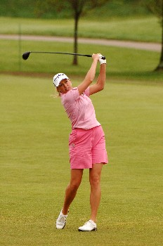 Beth Bauer competes  April 29 in  the rain-delayed second round of the 2005 Franklin American Mortgage Championship in Franklin, Tn.Photo by Al Messerschmidt/WireImage.com