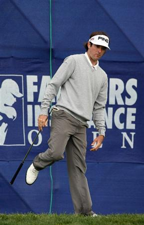 LA JOLLA, CA - JANUARY 30:  Bubba Watson reacts to hitting the ball out of the rough on the 18th hole en route to winning the Farmers Insurance Open with -16 under par on the final round on January 30, 2011 in La Jolla, California.  (Photo by Donald Miralle/Getty Images)