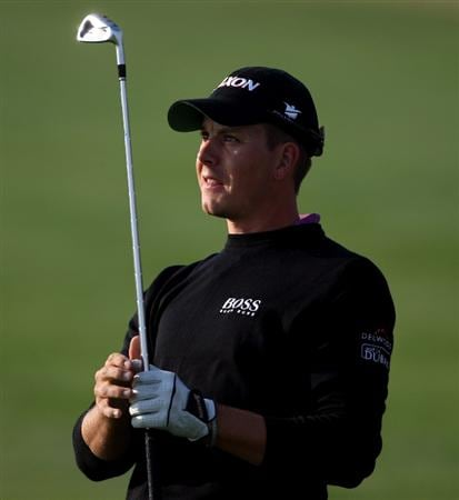 DOHA, QATAR - JANUARY 22:  Henrik Stenson of Sweden watches his approach shot on the 12th hole during the first round of  the Commercialbank Qatar Masters at Doha Golf Club on January 22, 2009 in Doha, Qatar.  (Photo by Andrew Redington/Getty Images)