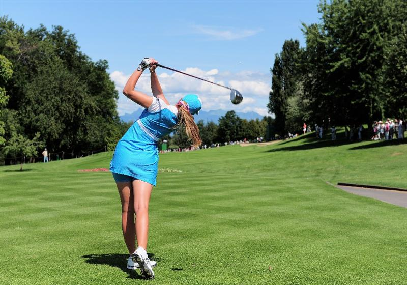 EVIAN-LES-BAINS, FRANCE - JULY 25:  Paula Creamer of USA plays her tee shot on the 13th hole during the third round of the Evian Masters at the Evian Masters Golf Club on July 25, 2009 in Evian-les-Bains, France.  (Photo by Stuart Franklin/Getty Images)