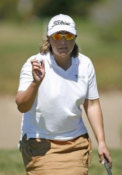 SPRINGFIELD, IL - SEPTEMBER 1: Karen Stupples of England waves to the crowd after making her birdie putt on the 16th hole during the third round of the State Farm Classic at Panther Creek Country Club on September 1, 2007 in Springfield, Illinois. (Photo by Hunter Martin/Getty Images)