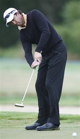CHRISTCHURCH, NEW ZEALAND - JANUARY 22: Neil Sarkies of Australia follows his putt at Clearwater Golf Course on January 22, 2010 in Christchurch, New Zealand.  (Photo by Martin Hunter/Getty Images)