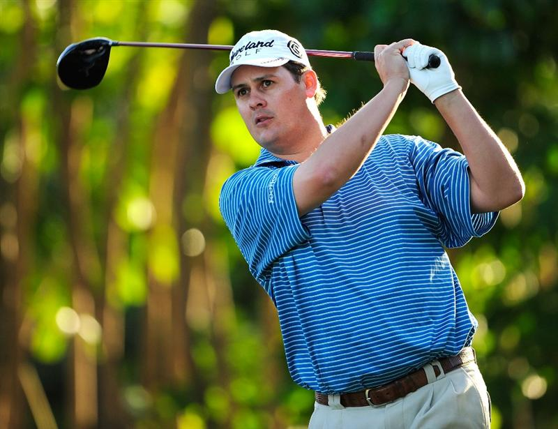 HONOLULU - JANUARY 14:  Jeff Quinney hits a shot during the first round of the Sony Open at Waialae Country Club on January 14, 2010 in Honolulu, Hawaii.  (Photo by Sam Greenwood/Getty Images)