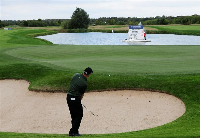 COLOGNE, GERMANY - SEPTEMBER 11:  Soren Hansen of Denmark plays his chip shot on the 18th hole during the second round of The Mercedes-Benz Championship at The Gut Larchenhof Golf Club on September 11, 2009 in Cologne, Germany.  (Photo by Stuart Franklin/Getty Images)