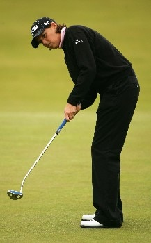 ST ANDREWS, UNITED KINGDOM - AUGUST 03:  Wendy Ward of USA putts on the 18th green during the Second Round of the 2007 Ricoh Women's British Open held on the Old Course at St Andrews on August 3, 2007 in St Andrews, Scotland. (Photo by Warren Little/Getty Images)