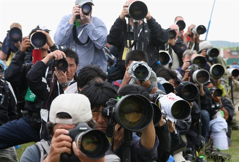 TURNBERRY, SCOTLAND - JULY 17:  Photographers follow the group of Tiger Woods during round two of the 138th Open Championship on the Ailsa Course, Turnberry Golf Club on July 17, 2009 in Turnberry, Scotland.  (Photo by David Cannon/Getty Images)