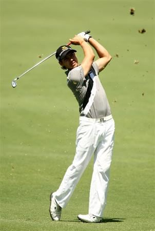 MELBOURNE, AUSTRALIA - NOVEMBER 13:  Manny Villegas of Columbia plays an approach shot on the 17th hole during round two of the 2009 Australian Masters at Kingston Heath Golf Club on November 13, 2009 in Melbourne, Australia.  (Photo by Quinn Rooney/Getty Images)