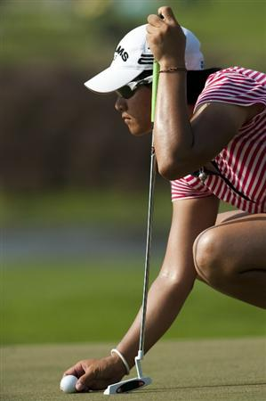 CHON BURI, THAILAND - FEBRUARY 20:  Yani Tseng of Taiwan lines up a putt on the 17th green during day four of the LPGA Thailand at Siam Country Club on February 20, 2011 in Chon Buri, Thailand.  (Photo by Victor Fraile/Getty Images)