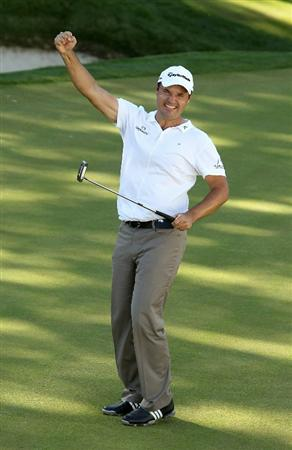 VIRGINIA WATER, ENGLAND - MAY 23:  Simon Khan of England celebrates holing a birdie putt on the 18th green during the final round of the BMW PGA Championship on the West Course at Wentworth on May 23, 2010 in Virginia Water, England.  (Photo by Ian Walton/Getty Images)