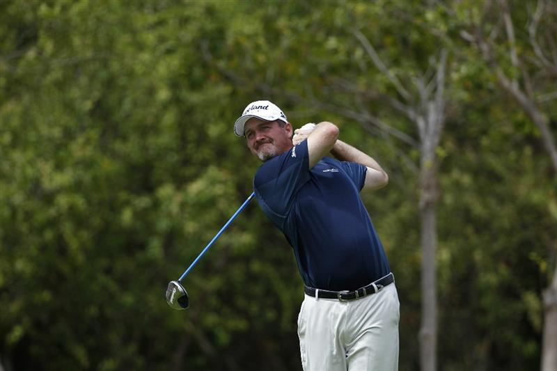 PLAYA DEL CARMEN, MEXICO - FEBRUARY 26:  Jerry Kelly hits his drive on the fourth hole during the third round of the Mayakoba Golf Classic at Riviera Maya-Cancun held at El Camaleon Golf Club on February 26, 2011 in Playa del Carmen, Mexico.  (Photo by Michael Cohen/Getty Images)