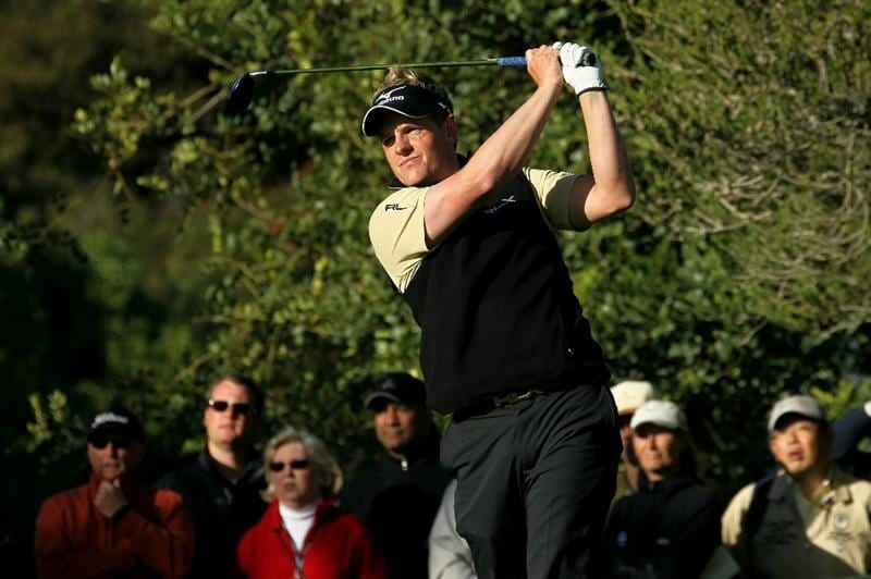 PACIFIC PALISADES, CA - FEBRUARY 17:  Luke Donald of England hits his tee shot on the fourth hole during round one of the Northern Trust Open at Riviera Counrty Club on February 17, 2011 in Pacific Palisades, California.  (Photo by Stephen Dunn/Getty Images)