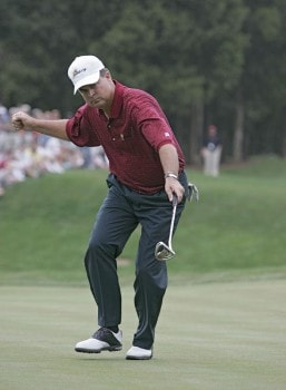 Kenny Perry of the U.S. team makes a putt to beat Mark Hensby of the International team during the singles matches in the final round of The Presidents Cup at Robert Trent Jones Golf Club in Prince William County, Virginia on September 25, 2005.Photo by Stan Badz/PGA TOUR/WireImage.com
