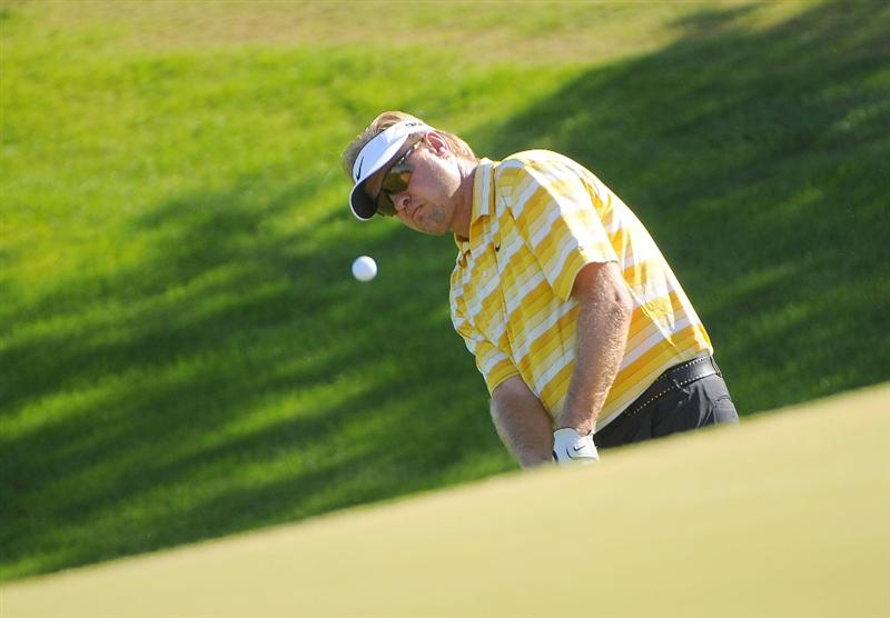 SCOTTSDALE AZ - OCTOBER 25: Richard Johnson hits a chip shot to the 1st hole during the third round of  the Fry's.Com Open held at Grayhawk Golf Club on October 25, 2008 in Scottsdale, Arizona. (Photo by Marc Feldman/Getty Images)