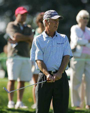 TIMONIUM, MD - OCTOBER 10:  Ben Crenshaw reacts to a missed birdie putt during the second round of the Constellation Energy Senior Players Championship at Baltimore Country Club East Course held on October 10, 2008 in Timonium, Maryland  (Photo by Michael Cohen/Getty Images)