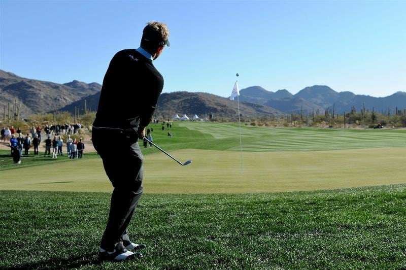 MARANA, AZ - FEBRUARY 23:  Luke Donald of England chips to the second green during the first round of the Accenture Match Play Championship at the Ritz-Carlton Golf Club on February 23, 2011 in Marana, Arizona.  (Photo by Stuart Franklin/Getty Images)