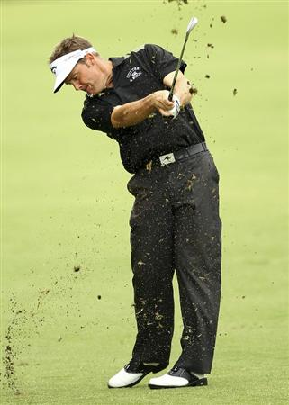 MELBOURNE, AUSTRALIA - NOVEMBER 14:  Stuart Appleby of Australia hits a shot during round four of the Australian Masters at The Victoria Golf Club on November 14, 2010 in Melbourne, Australia.  (Photo by Lucas Dawson/Getty Images)
