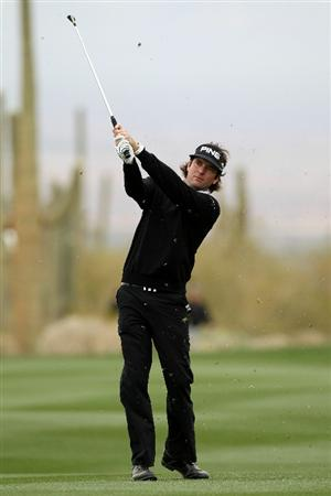 MARANA, AZ - FEBRUARY 26:  Bubba Watson hits an approach shot on the ninth hole during the semifinal round of the Accenture Match Play Championship at the Ritz-Carlton Golf Club on February 26, 2011 in Marana, Arizona.  (Photo by Sam Greenwood/Getty Images)