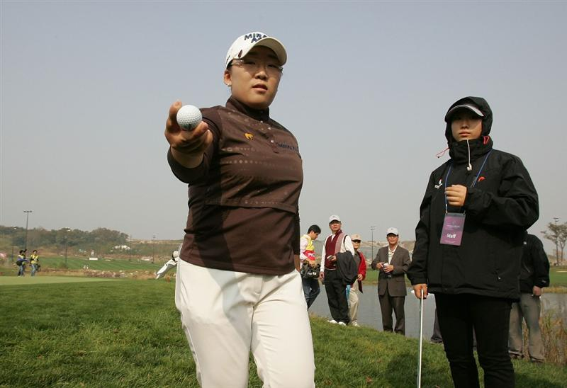 INCHEON, SOUTH KOREA - OCTOBER 30:  Jiyai Shin of South Korea in the 9th hole during round one of Hana Bank Kolon Championship at Sky 72 Golf Club on October 30, 2009 in Incheon, South Korea.  (Photo by Chung Sung-Jun/Getty Images)
