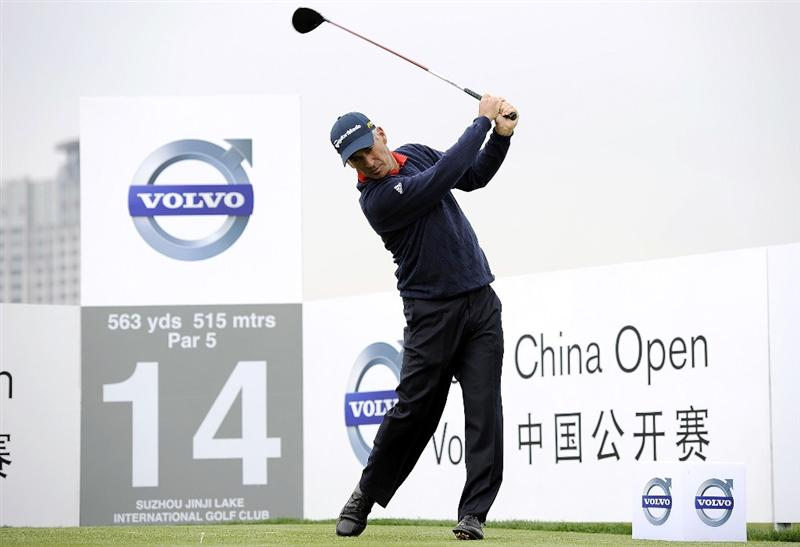 SUZHOU, CHINA - APRIL 15:  Corey Pavin of USA tees off on the 14th hole during the Round One of the Volvo China Open on April 15, 2010 in Suzhou, China.  (Photo by Victor Fraile/Getty Images)
