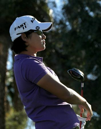 RANCHO MIRAGE, CA - MARCH 31:  Yani Tseng of Taiwan watches her tee shot on the first hole during the first round of the Kraft Nabisco Championship at Rancho Mirage Country Club on March 31, 2011 in Rancho Mirage, California.  (Photo by Stephen Dunn/Getty Images)