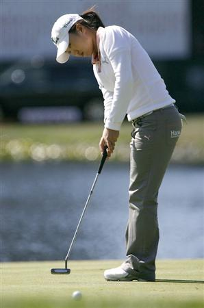 DANVILLE, CA - OCTOBER 10: In-Kyung Kim of South Korea putts on the 18th green during the second round of the LPGA Longs Drugs Challenge at the Blackhawk Country Club October 10, 2008 in Danville, California. (Photo by Max Morse/Getty Images)