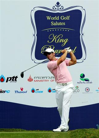 CHONBURI, THAILAND - NOVEMBER 08: Paul Casey of England plays a tee shot on the 5th hole during the World Golf Salutes King Bhumibol Skins tournament at Amata Spring Country Club on November 8, 2010 in Chonburi, Thailand. (Photo by Stanley Chou/Getty Images)
