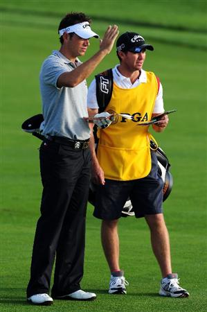 CHASKA, MN - AUGUST 13:  Nick Dougherty of England (R) waits with his caddie Mike Kerr on the first hole during the first round of the 91st PGA Championship at Hazeltine National Golf Club on August 13, 2009 in Chaska, Minnesota.  (Photo by Stuart Franklin/Getty Images)