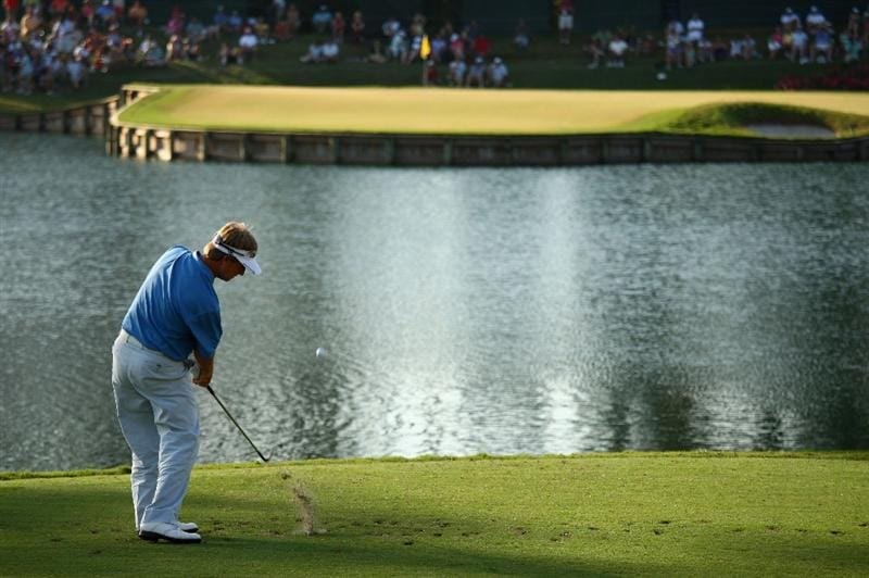 PONTE VEDRA BEACH, FL - MAY 09:  David Toms plays his tee shot on the 17th hole during the third round of THE PLAYERS Championship on THE PLAYERS Stadium Course at TPC Sawgrass on May 9, 2009 in Ponte Vedra Beach, Florida.  (Photo by Richard Heathcote/Getty Images)