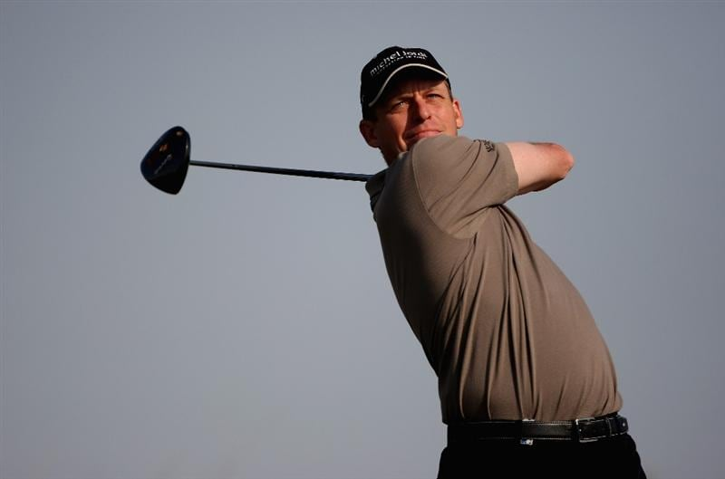 DOHA, QATAR - JANUARY 22:  Anders Hansen of Denmark tees off on the 16th hole during the first round of  the Commercialbank Qatar Masters at Doha Golf Club on January 22, 2009 in Doha, Qatar.  (Photo by Andrew Redington/Getty Images)
