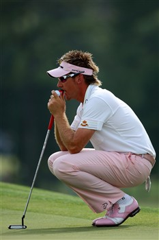 AUGUSTA, GA - APRIL 11:  Ian Poulter of England lines up a putt on the 18th hole during the second round of the 2008 Masters Tournament at Augusta National Golf Club on April 11, 2008 in Augusta, Georgia.  (Photo by Andrew Redington/Getty Images)