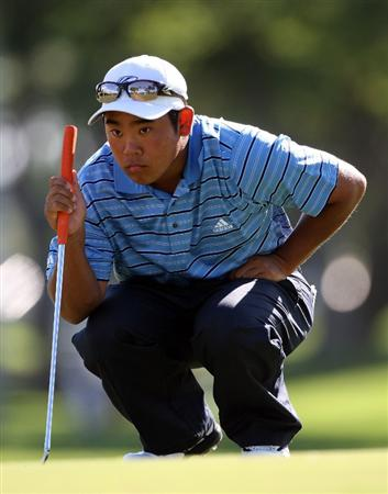 HONOLULU - JANUARY 15:  Tadd Fujikawa lines up a shot during the first round of the Sony Open at Waialae Country Club on January 15, 2009 in Honolulu, Hawaii.  (Photo by Sam Greenwood/Getty Images)