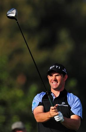 PACIFIC PALISADES, CA - FEBRUARY 20:  Padraig Harrington of Ireland plays his tee shot on the 15th hole during the second round of the Northern Trust Open at the Riviera Country Club February 20, 2009 in Pacific Palisades, California.  (Photo by Stuart Franklin/Getty Images)