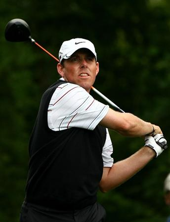 FARMINGDALE, NY - JUNE 19:  Justin Leonard plays his tee shot ont he 11th hole during the continuation of the first round of the 109th U.S. Open on the Black Course at Bethpage State Park on June 19, 2009 in Farmingdale, New York.  (Photo by Chris McGrath/Getty Images)