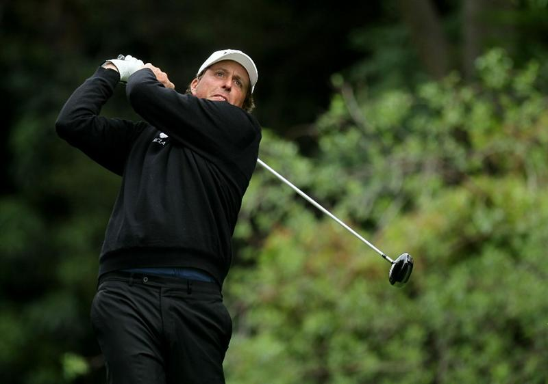 PACIFIC PALISADES, CA - FEBRUARY 18:  Phil Mickelson hits his tee shot on the 12th hole during round two of the Northern Trust Open at Riviera Country Club on February 18, 2011 in Pacific Palisades, California.  (Photo by Stephen Dunn/Getty Images)