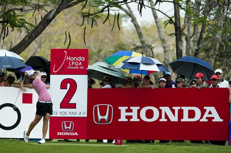 CHON BURI, THAILAND - FEBRUARY 20:  Yani Tseng of Taiwan tees off on the 2nd hole during day four of the LPGA Thailand at Siam Country Club on February 20, 2011 in Chon Buri, Thailand.  (Photo by Victor Fraile/Getty Images)