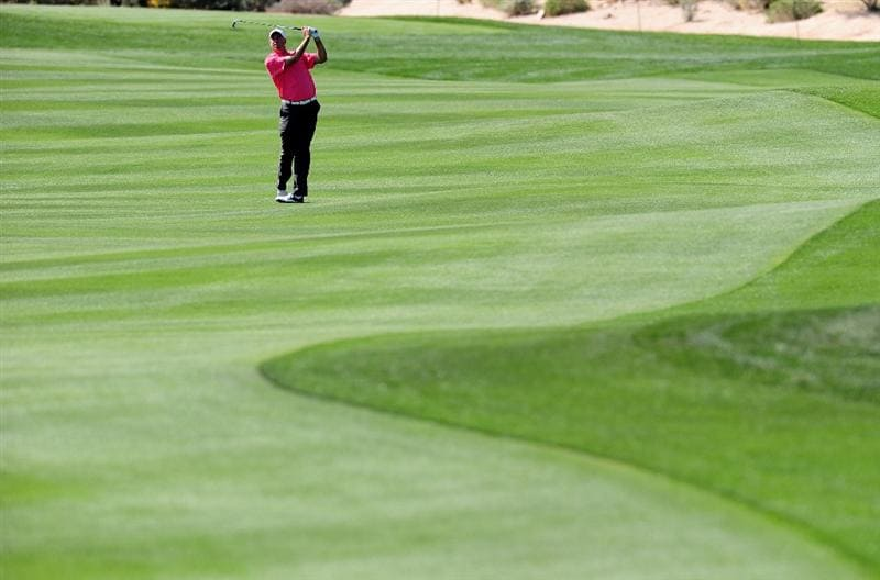 MARANA, AZ - FEBRUARY 19:  Stewart Cink plays his approach shot on the 13th hole during round three of the Accenture Match Play Championship at the Ritz-Carlton Golf Club on February 19, 2010 in Marana, Arizona.  (Photo by Stuart Franklin/Getty Images)