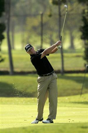 PACIFIC PALISADES, CA - FEBRUARY 04:  Steve Stricker hits his third shot on the 11th hole during the first round of the Northern Trust Open at Riveria Country Club on February 4, 2010 in Pacific Palisades, California.  (Photo by Stephen Dunn/Getty Images)