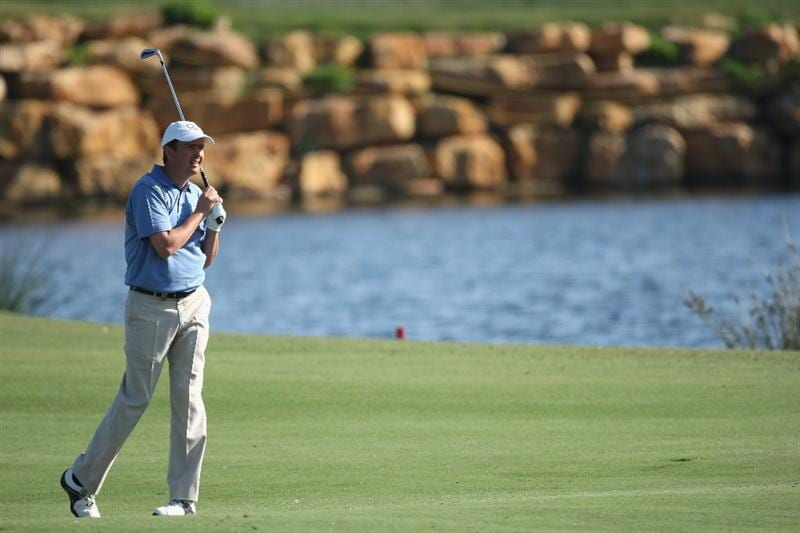 VILAMOURA, PORTUGAL - OCTOBER 17:  Peter Lawrie of Ireland hits his second shot on the 18th hole during the third round of the Portugal Masters at the Oceanico Victoria Golf Course on October 17, 2009 in Vilamoura, Portugal.  (Photo by Andrew Redington/Getty Images)