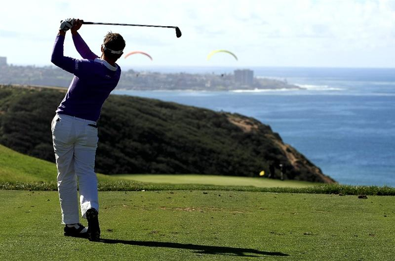 LA JOLLA, CA - FEBRUARY 08:  Luke Donald of England hits his tee shot on the third hole during the final round of the Buick Invitational on the South Course at Torrey Pines Golf Course on February 8, 2009 in La Jolla, California.  (Photo by Scott Halleran/Getty Images)