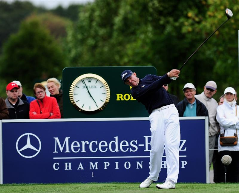 COLOGNE, GERMANY - SEPTEMBER 13:  Anders Hansen of Denmark plays his tee shot on the 18th hole during the playoff against James Kingston of South Africa during the final round of the Mercedes-Benz Championship at the Gut Larchenhof Golf Club on September 13, 2009 in Cologne, Germany.  (Photo by Stuart Franklin/Getty Images)