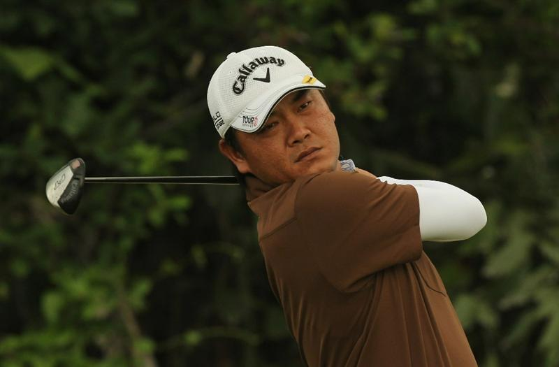 SINGAPORE - NOVEMBER 11: Danny Chia of Malaysia watches his tee shot on the 1st hole during the First Round of the Barclays Singapore Open at Sentosa Golf Club on November 11, 2010 in Singapore, Singapore.  (Photo by Stanley Chou/Getty Images)