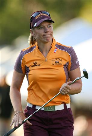 GUADALAJARA, MX - NOVEMBER 16: Annika Sorenstam of Sweden smiles for the crowd on the 18th hole during the final round of the Lorena Ochoa Invitational at Guadalajara Country Club on November 16, 2008 in Guadalajara, Mexico. (Photo by Hunter Martin/Getty Images)