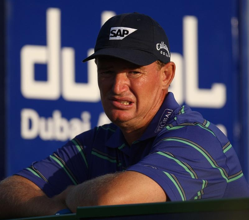 DUBAI, UNITED ARAB EMIRATES - JANUARY 30:  Ernie Els of South Africa on the par four 8th hole during the second of round of the Dubai Desert Classic played on the Majlis Course on January 30, 2009 in Dubai,United Arab Emirates.  (Photo by Ross Kinnaird/Getty Images)