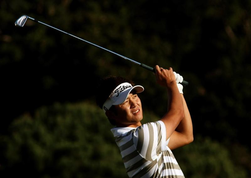 PACIFIC PALISADES, CA - FEBRUARY 19: Ryuji Imada of Japan hits his tee shot on the 16th hole during the first round of the Northern Trust Open at Riviera Country Club February 19, 2009 in Pacific Palisades. California.  (Photo by Stephen Dunn/Getty Images)
