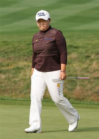 INCHEON, SOUTH KOREA - OCTOBER 30:  Jiyai Shin of South Korea reacts after her par putt on the 6th hole during round one of Hana Bank Kolon Championship at Sky 72 Golf Club on October 30, 2009 in Incheon, South Korea.  (Photo by Chung Sung-Jun/Getty Images)