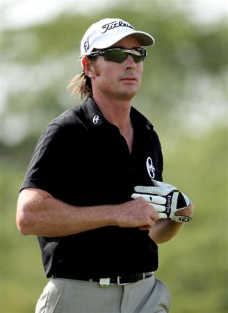 DOHA, QATAR - JANUARY 29:  Brett Rumford of Australia takes off his glove on the eighth hole during the second round of the Commercialbank Qatar Masters at Doha Golf Club on January 29, 2010 in Doha, Qatar.  (Photo by Andrew Redington/Getty Images)