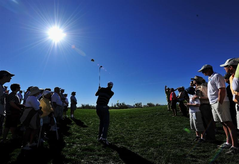 MARANA, AZ - FEBRUARY 26: Stewart Cink of USA plays his approach shot on the first hole during the second round of Accenture Match Play Championships at Ritz - Carlton Golf Club at Dove Mountain on February 26, 2009 in Marana, Arizona.  (Photo by Stuart Franklin/Getty Images)