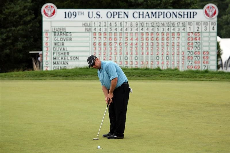 FARMINGDALE, NY - JUNE 21:  David Duval putts on the 18th hole during the continuation of the third round of the 109th U.S. Open on the Black Course at Bethpage State Park on June 21, 2009 in Farmingdale, New York.  (Photo by Ross Kinnaird/Getty Images)